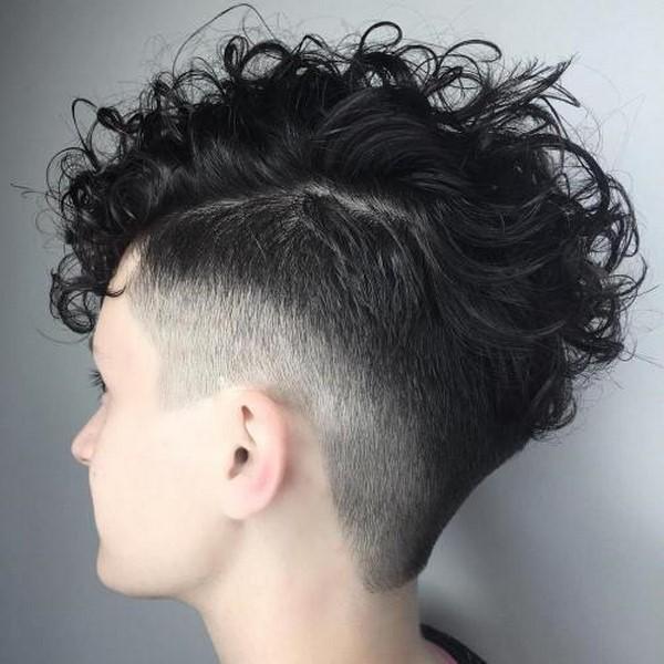 Модные прически и стрижки для вьющихся волос – тенденции 2020-2021 года