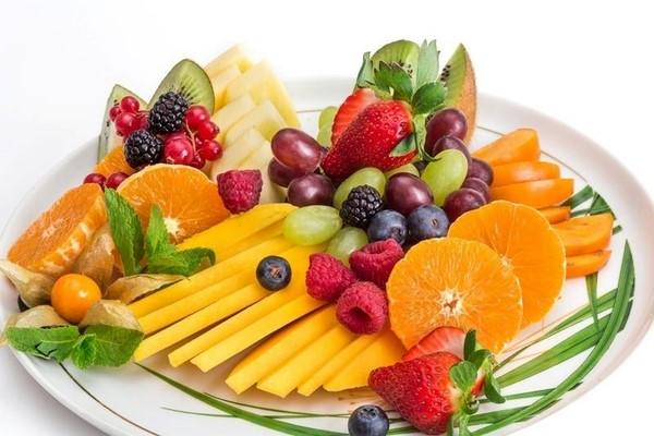 фрукты на тарелке фото