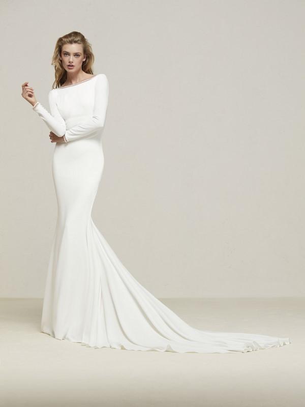 bc32c63d099 В тренде также изумительные свадебные платья 2019-2020 с глубоким декольте  с прозрачным слоем