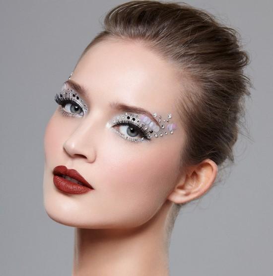 Шикарный праздничный макияж на Новый год 2021 - фото идеи неотразимого новогоднего макияжа