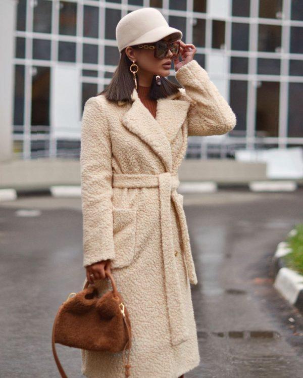 актуальное плюшевое пальто на осень и зиму