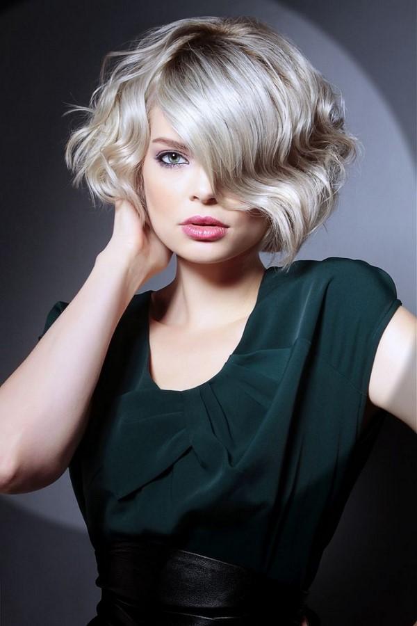 Прически на вьющиеся волосы короткие