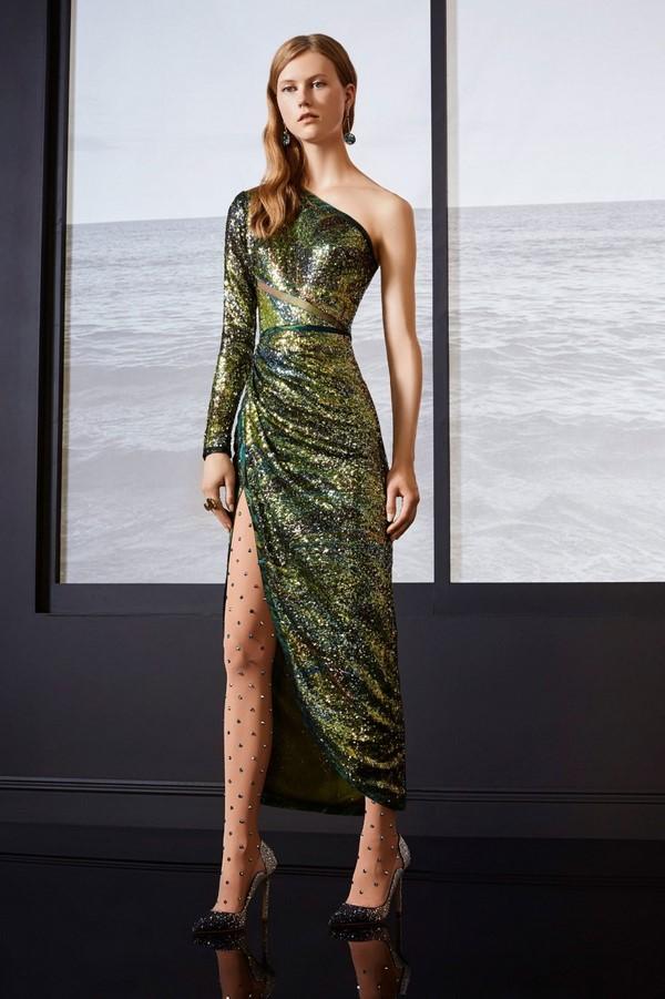 Смотреть Модные платья и юбки 2019 видео