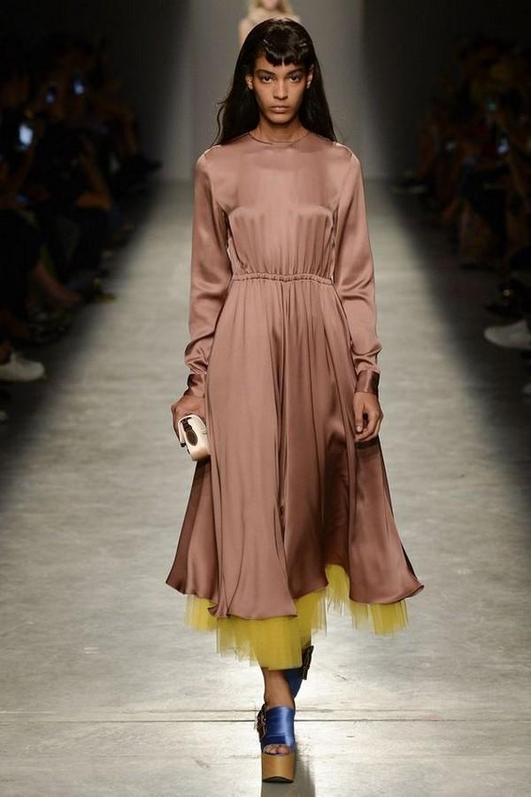 Смотреть Джинсы женские 2019 года модные тенденции фото весна лето видео